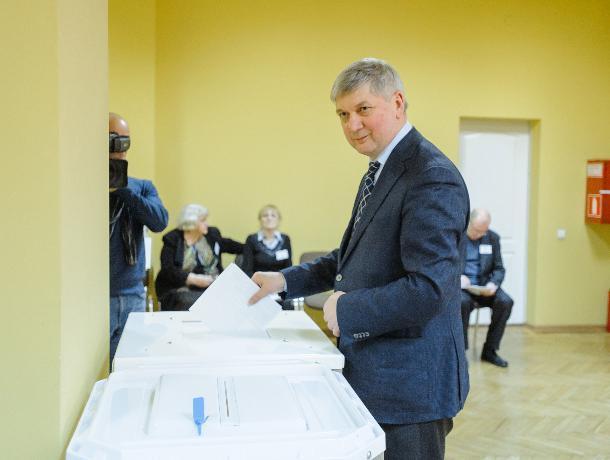 Александр Гусев проголосовал на выборах президента в Воронеже