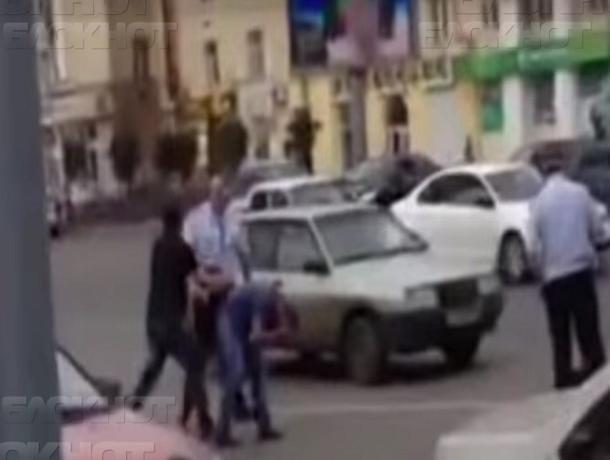 Воронежскому экс-сотруднику ГИБДД скостили срок за избиение водителей