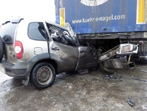 Под Воронежем шофёр «Нивы Шевроле» умер, врезавшись впопутную фуру