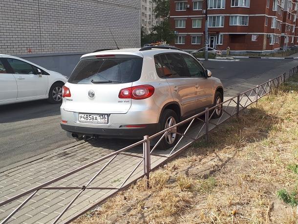 Водителя аккуратно наказали за хамскую парковку в Воронеже