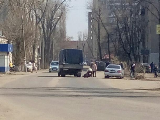 Перебегавший дорогу школьник попал под колеса авто в Воронеже