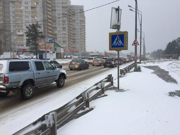 Циклон спровоцировал 7-балльные пробки— Воронеж засыпало снегом