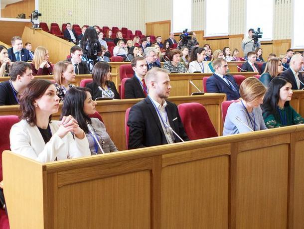 В Воронеже впервые проходит форум молодежных парламентов ЦФО
