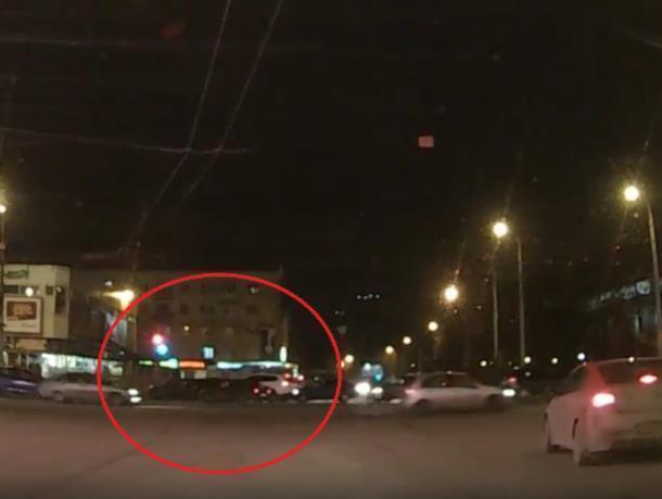 Массовое ДТП в центре Воронежа сняли на видео