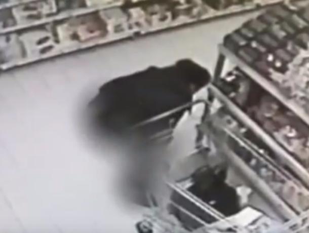 Женщина отомстила воронежскому супермаркету вылетающими фекалиями