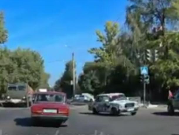 Опасный дрифт на «Жигулях» сняли на улице Воронежа