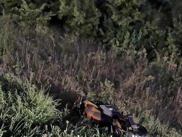 Опубликованы снимки смертельного ДТП с мотоциклом и фурой под Воронежем