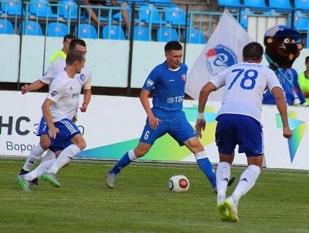 В заключительном  матче года «Тамбов» разгромил «Факел» срезультатом  4:0
