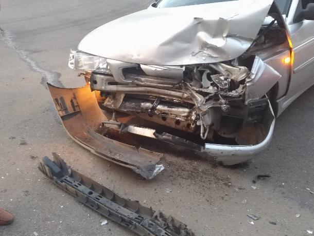 В Воронеже ищут свидетелей второй за сутки серьезной аварии на Машиностроителей