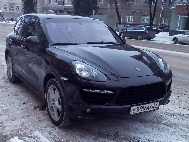 Воронежцы хотят сдать в ГИБДД владельца Porsche с блатными номерами