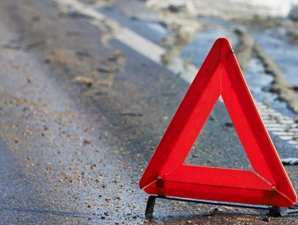 Автомобилистка сбила парня и девушку и уехала, – очевидцы в Воронеже