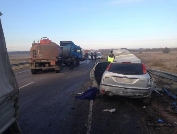 Натрассе Воронеж-Тамбов встолкновении сбензовозом умер шофёр Форд Focus