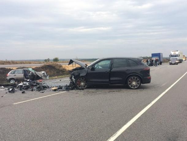 Два человека погибли встолкновении Datsun и Порш вВоронежской области