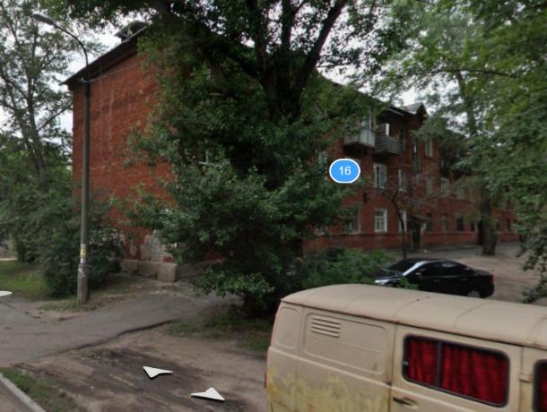 Изрезанный труп мужчины нашли в листве  в оживленном районе Воронежа