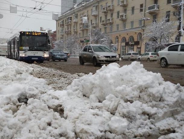 Ночью вВоронеже улицы убирали 150 единиц снегоуборочной техники