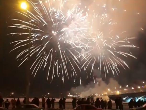 Воронежцы заполнили соцсети видео салюта в День защитника Отечества