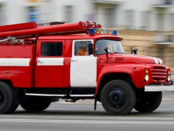 В центре Воронежа из горящего салона красоты в панике выбежали люди