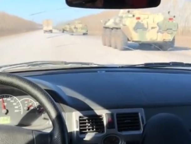 Колонна военной техники попала на видео в Воронеже