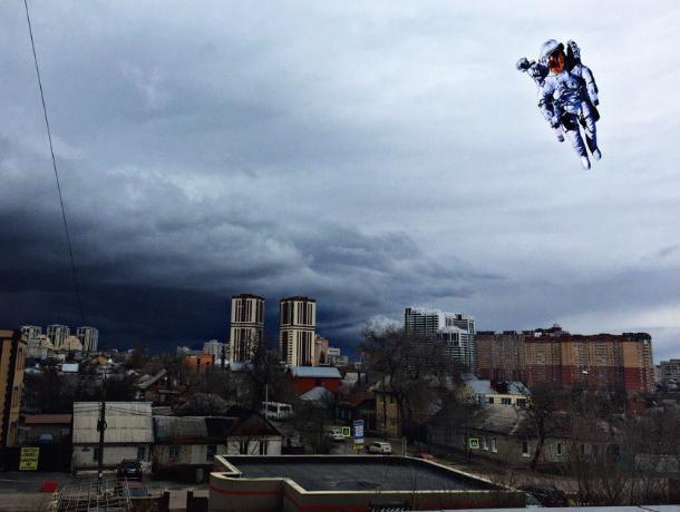 Брюса Уиллиса «запустили» в апокалиптическое небо Воронежа