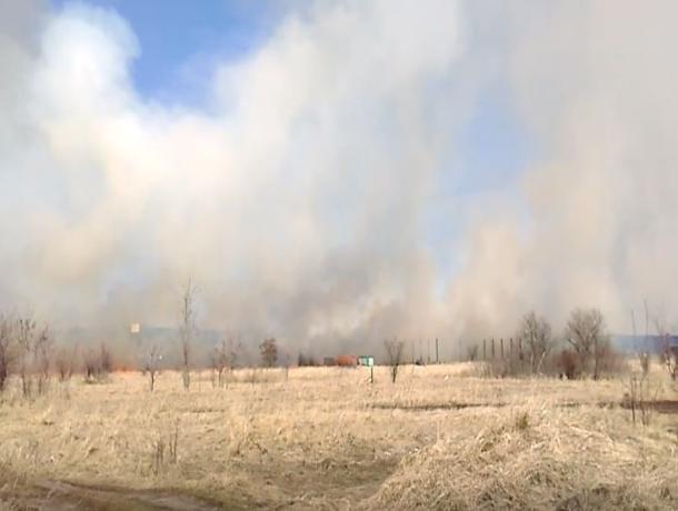 Пожар рядом с воронежским гипермаркетом попал на видео