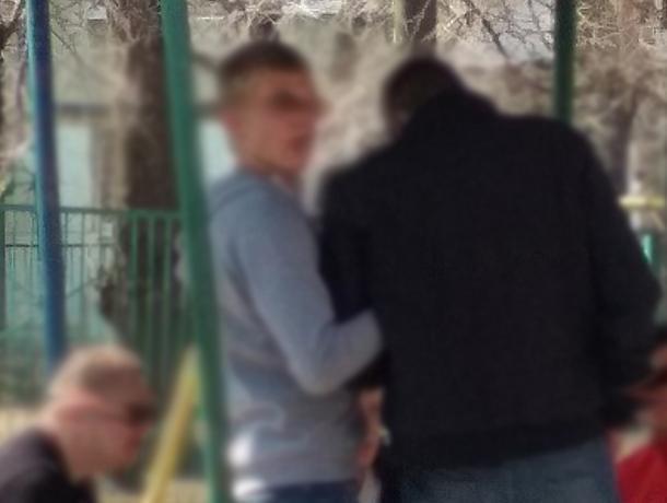 Матерная алкопати на детской площадке разозлила воронежцев