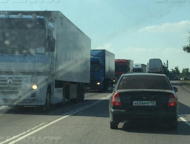20-километровая пробка застопорила движение под Воронежем