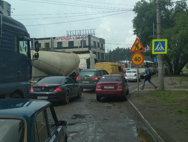 Брошенная на зебре в Воронеже московская Nexia собрала двухкилометровую пробку