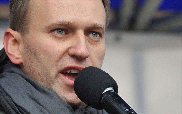 Алексей Навальный подвергся нападению намитинге вНовосибирске