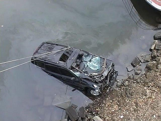 ВВоронежской области «Лада» упала вреку— шофёр умер
