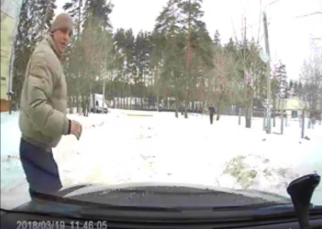 В Воронеже на видео попала месть задолжавшего соседа