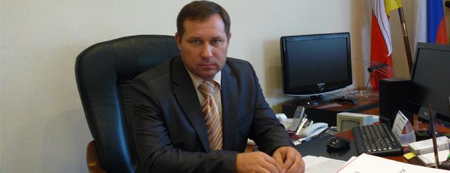 Автомобильное свингерство воронежских чиновников: глава Семилукского района продал джип супруге главы Репьевского района