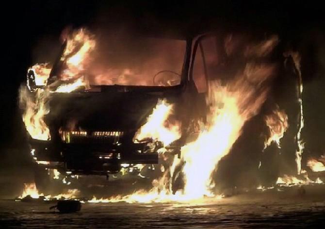 Ехавший изВоронежа пассажирский микроавтобус вспыхнул назаправке
