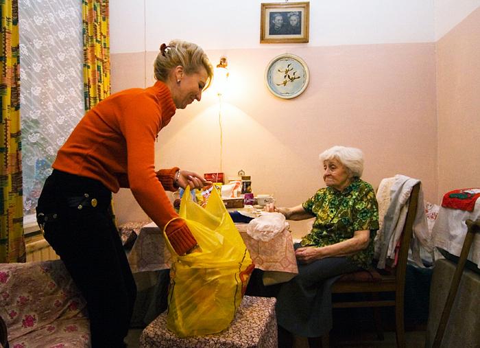 Средняя заработная плата социальных работников вырастет до19,7 тыс руб.