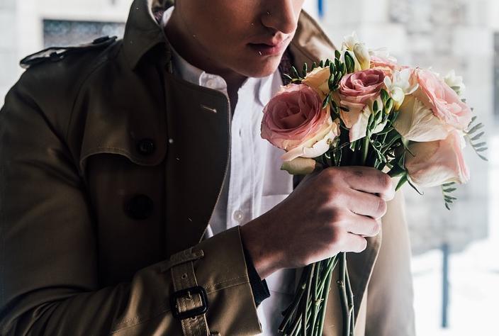 Воронежца словили при попытке подарить жене украденные цветы