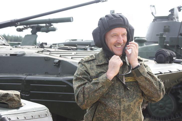 Воронежские чиновники расстреляли из оружия цели на полигоне в Хохольском районе