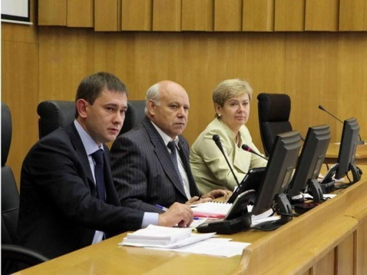 Вице-спикеры Воронежской областной Думы рассказали о своих зарплатах, квартирах, домах и машинах