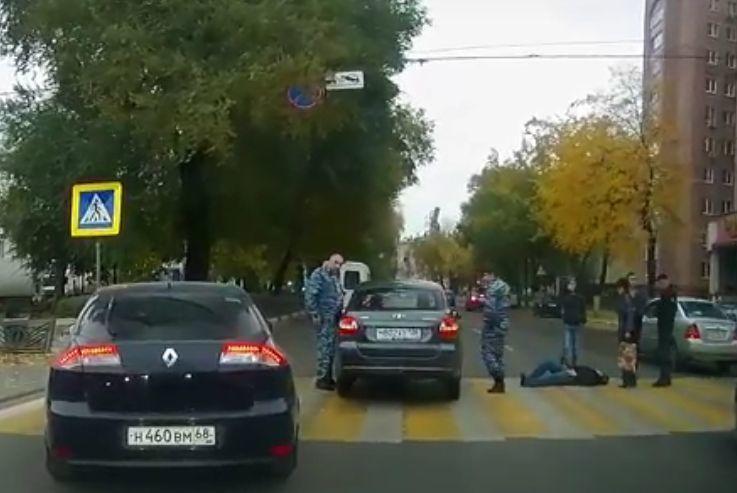 ВВоронеже машина ГБР сбила назебре женщину