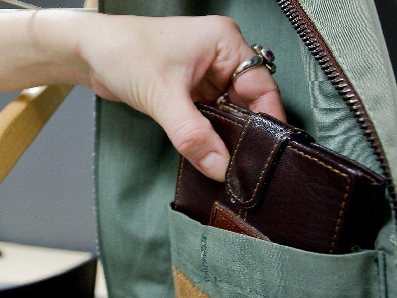 ВВоронеже задержали цыганку, которая обворовывала пожилых людей около банкоматов