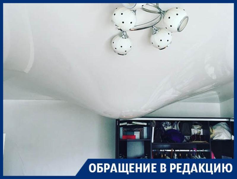 Натяжной потолок превратился в водную бомбу в Воронеже