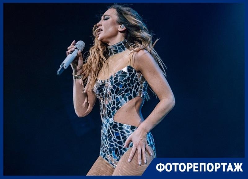В каких вызывающих нарядах выступила Ольга Бузова на концерте в Воронеже