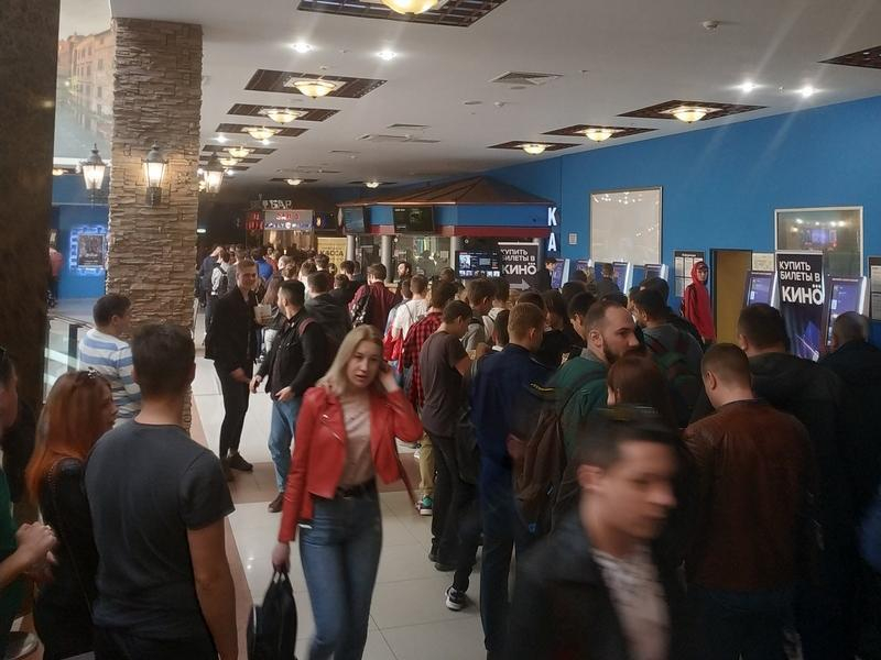 Безумное столпотворение ради премьеры Мстителей сняли в Воронеже