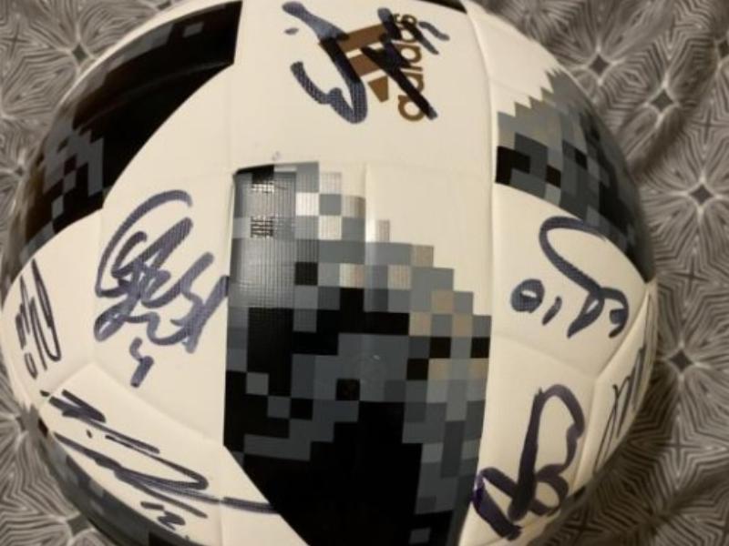 Футбольный мяч с автографами продают за 200 тысяч в Воронеже