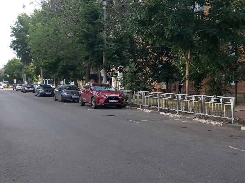 Забор у платных парковок объяснили хамскими свадьбами в Воронеже