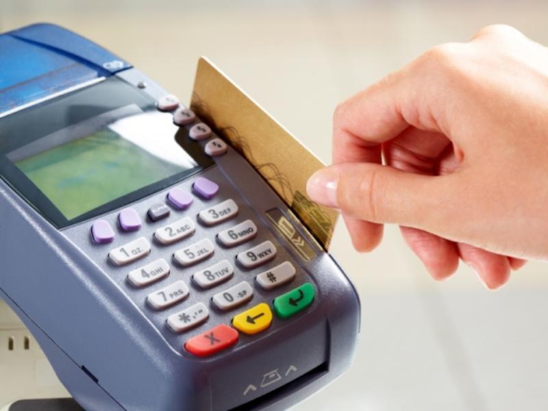 Безнал потеснил бумажные деньги в Воронежской области