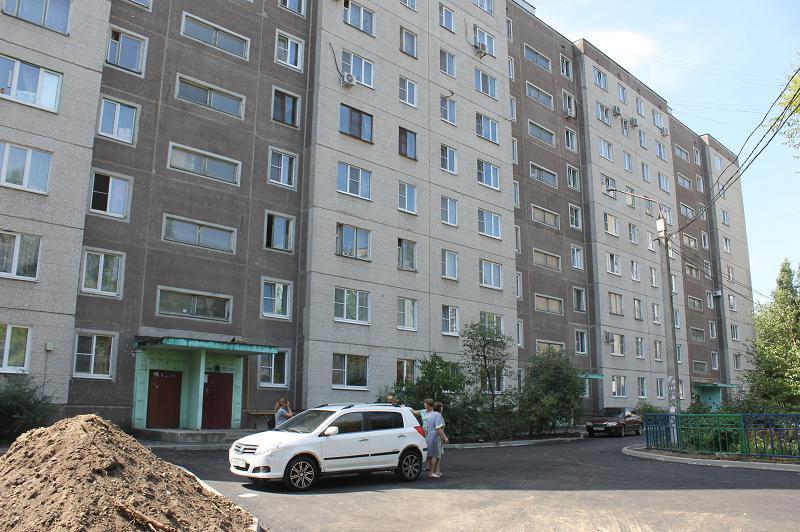 Общественники наглядно показали недочеты благоустраиваемого двора в Воронеже