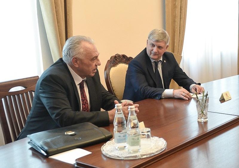 Губернатор Гусев публично пролонгировал главу Аннинского района