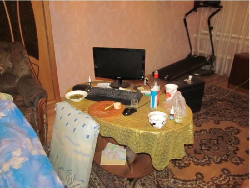 Следователи показали снимки дома, где воронежец забил гостя до смерти