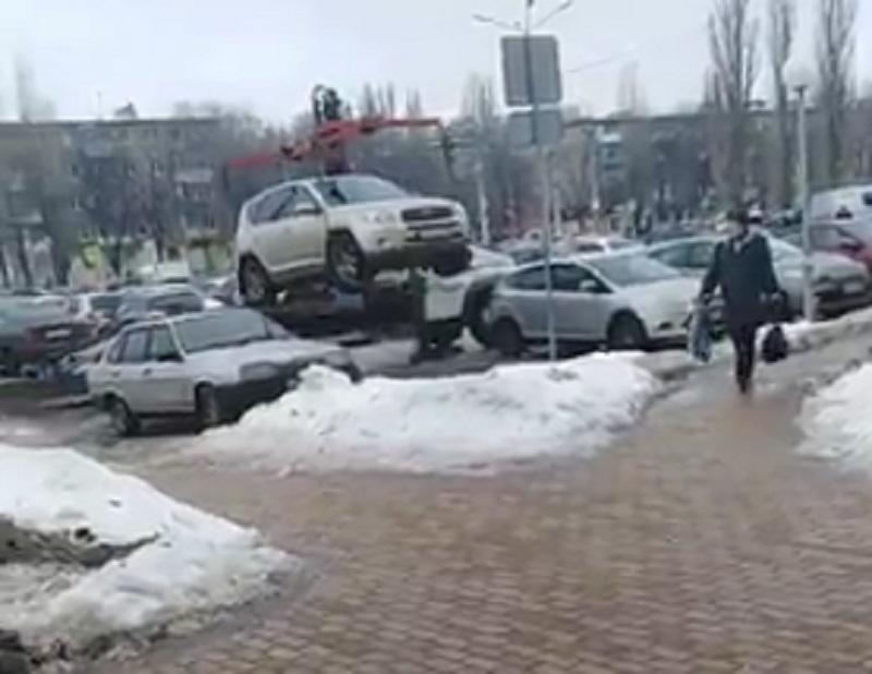 Автомобили инвалидов в душе эвакуируют в Воронеже