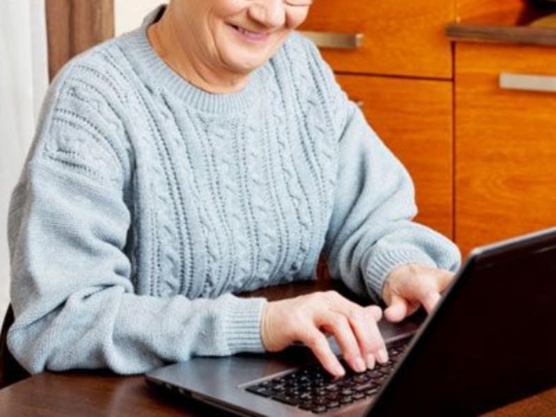 Воронежская бабушка потеряла 330 тысяч после выхода в интернет