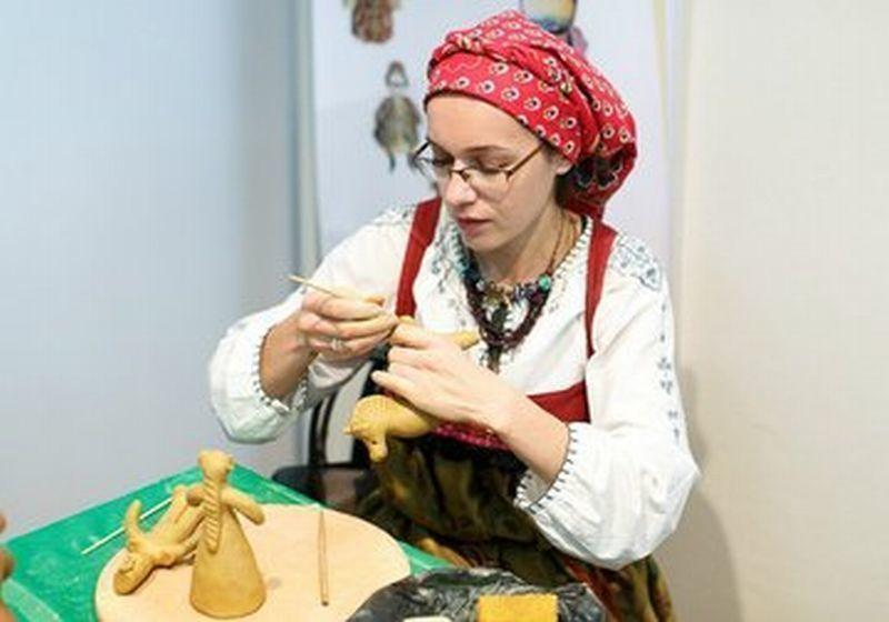 Воронежцы научатся лепить карачунские игрушки в музее имени Крамского